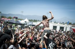 WHILE SHE SLEEPS - WARPED TOUR